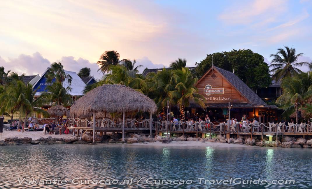 Curacao - Napjainkban - Page 2 Restaurant-lions-dive